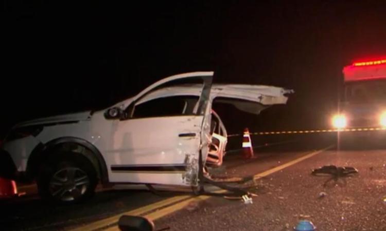 Vítimas estavam no banco traseiro do veículo - Foto: Reprodução | TV Bahia