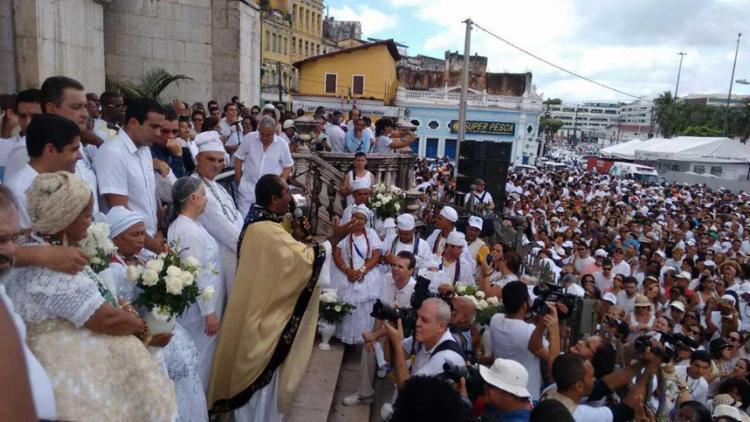 Durante o trajeto, foi acolhida pela imagem de Nossa Senhora Aparecida e em seguida, a cerimônia com a benção - Foto: Luciano da Matta   Ag. A TARDE
