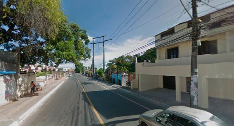 O corpo foi encontrado na rua Tomaz Gonzaga, em Pernambués - Foto: Reprodução | Google Maps