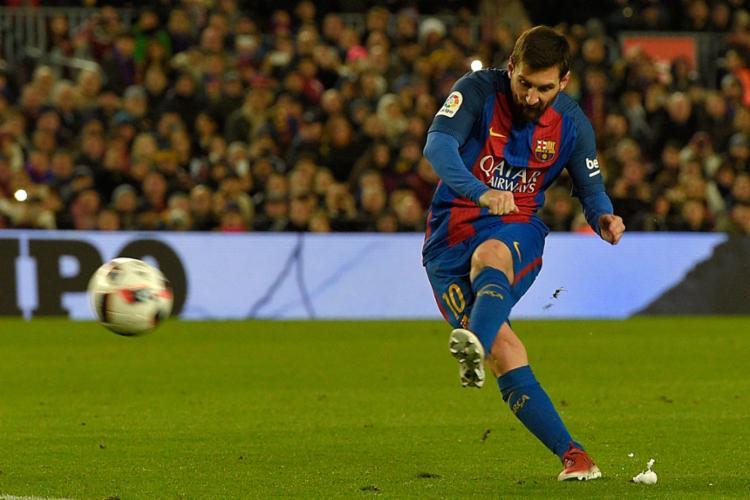 O dirigente disse que Messi não seria tão bom sem seus colegas de time - Foto: Lluis Gene | AFP