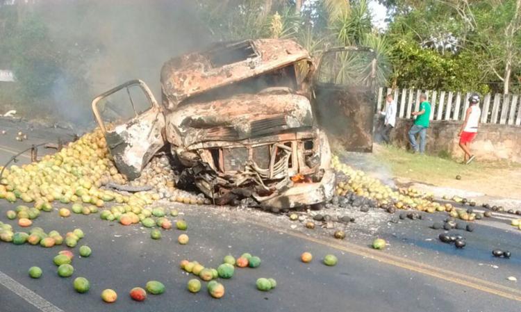 Quatro vítimas morreram no local, mas não foram identificadas - Foto: Divulgação l Agora na Bahia