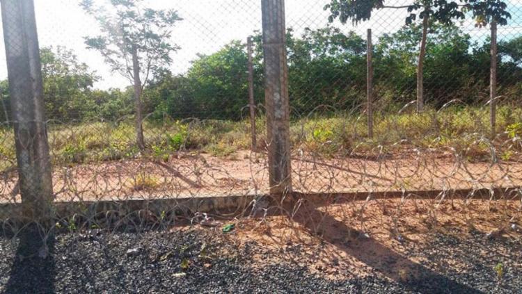 Presos fugiram por buraco na cerca - Foto: Divulgação
