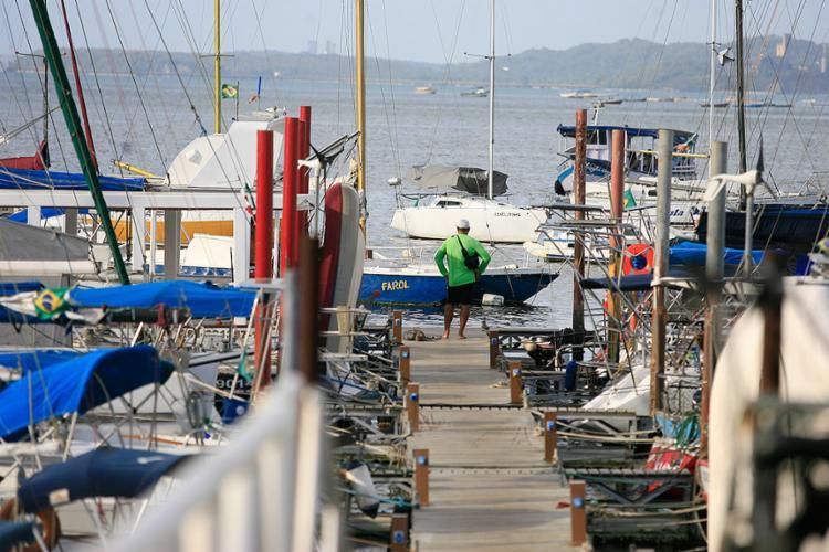 Navegadores relatam assaltos a veleiros e escunas, alvos também de arrombamentos, praticados por quadrilhas - Foto: Joá Souza l Ag. A TARDE