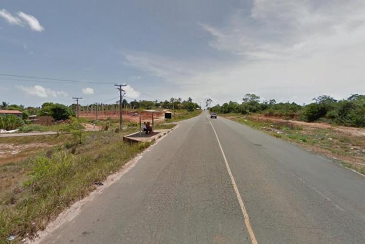 Corpo do jovem foi encontrado na estrada da Cetrel, localidade de Arembepe - Foto: Reprodução | Google Maps