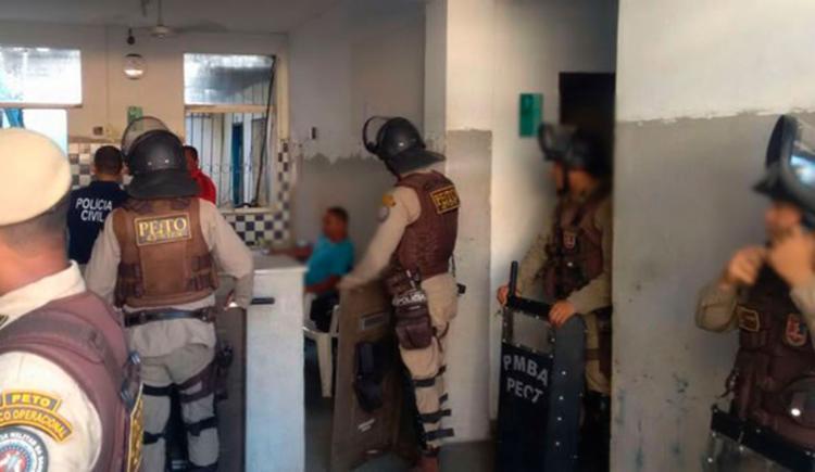 Presos estavam com facas e ferros e ameaçavam tocar fogo em colega de cela - Foto: Reprodução | Itamaraju Notícias