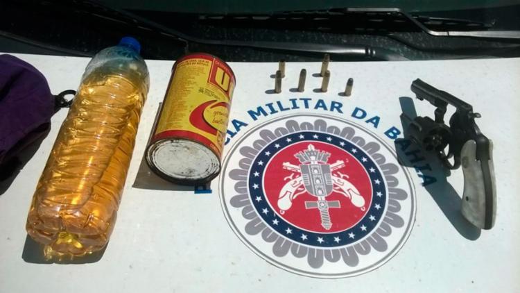 Objetos que foram apreendidos com o trio na manhã desta segunda - Foto: Divulgação | Polícia Militar