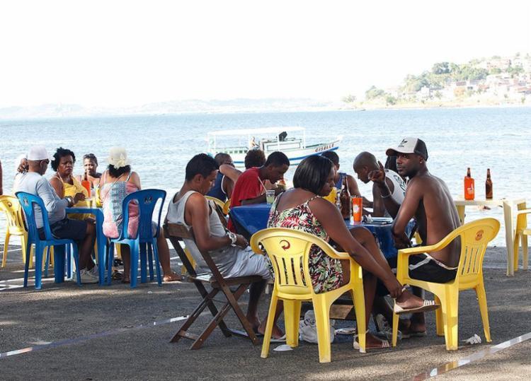 População não abre mão do cozido nas barracas de praia - Foto: Lúcio Távora l Ag. A TARDE