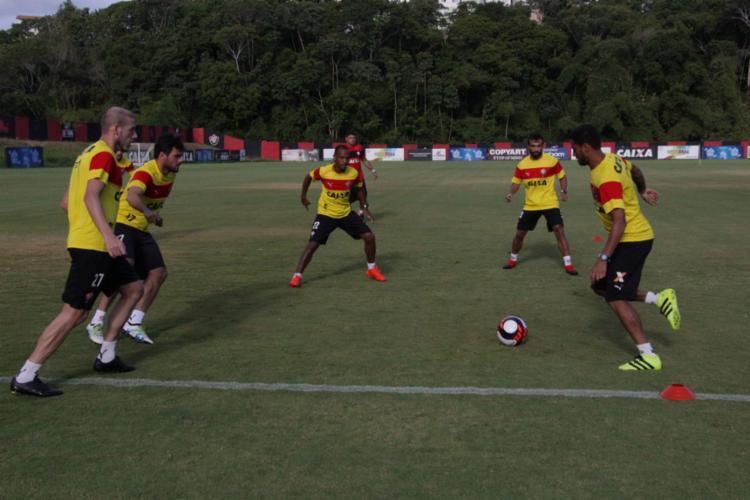 Os atletas do Vitória se preparando para estreia na temporada - Foto: Moysés Suzart | EC Vitória