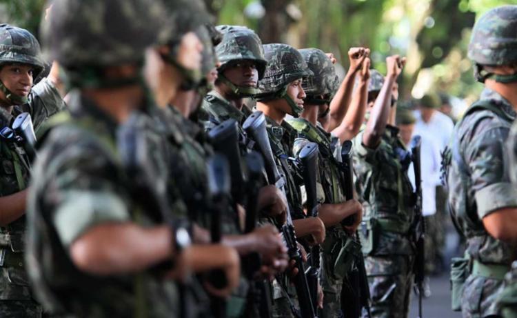 A revista nas celas pelos homens do Exército, da Marinha e da Aeronáutica terá como objetivo a busca de armas e drogas - Foto: Joá Souza | Ag. A TARDE