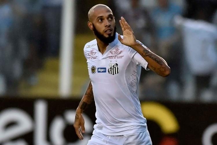 Paulinho é esperado em Salvador nesta quarta-feira, 18 - Foto: Divulgação | Santos
