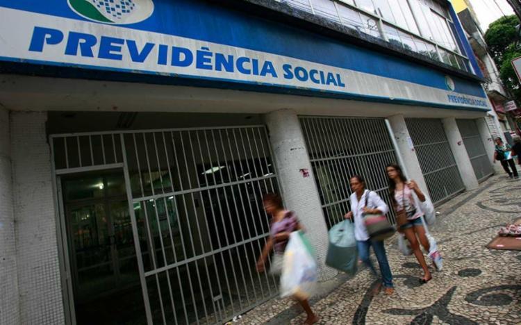 Serão notificados 840.220 beneficiários de auxílio-doença e 1.178.367 aposentados por invalidez - Foto: Joá Souza | Ag. A TARDE