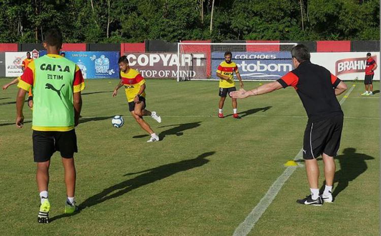 Argel realizou um trabalho com bola na tarde desta terça-feira, 17 - Foto: R. Santin l ECvitória l Divulgação