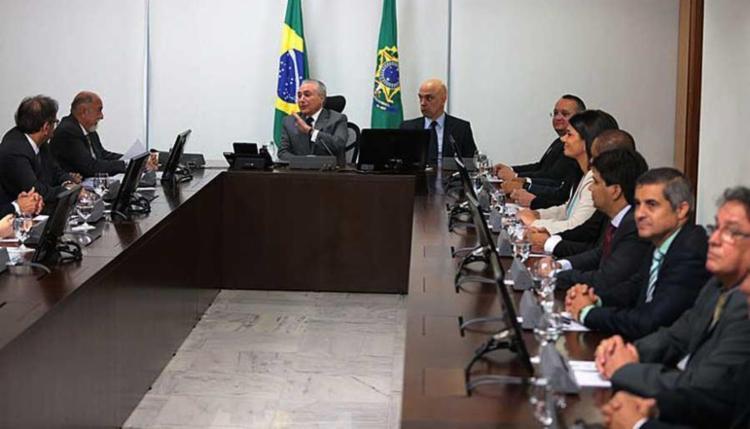 O presidente Michel Temer e o ministro da Justiça, Alexandre de Moraes, participam de reunião com governadores de nove estados - Foto: José Cruz | Agência Brasil