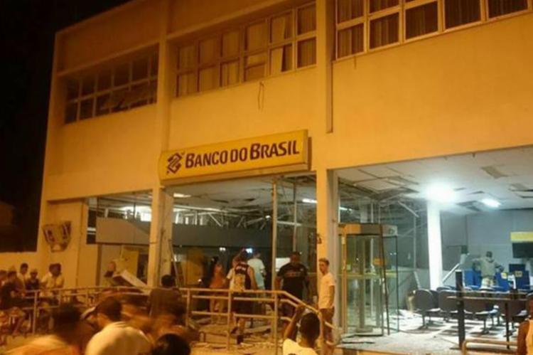 Bandidos atacaram a agência do Banco do Brasil durante a madrugada - Foto: Reprodução | Blog do Anderson