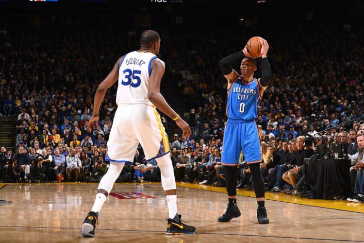 Durant e Westbrook se encontraram mais uma vez - Foto: Noah Graham   NBAE   Getty Images   AFP