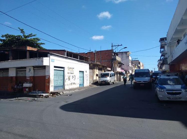 Fim de linha do bairro, onde buzu foi queimado, ficou vazio o dia todo. Largo do Queimadinho virou a parada final - Foto: Andrezza Moura l Ag. A TARDE