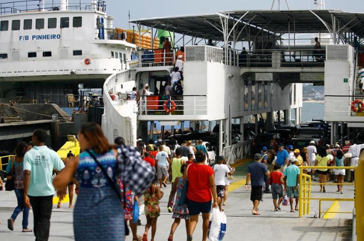 Tempo de espera no ferry chega a duas horas e meia - Foto: Joá Souza | Ag. A TARDE | 21.09.2014