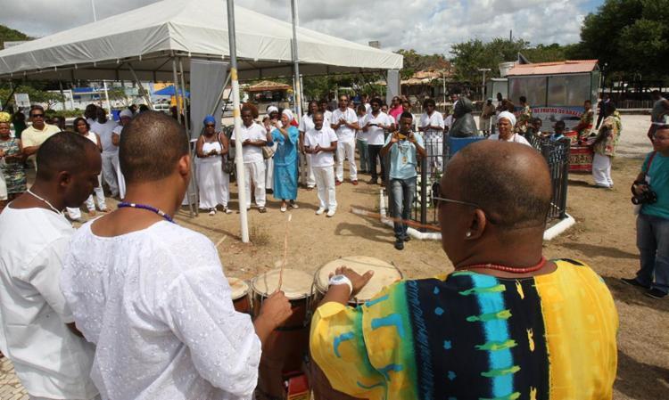 Músicos se apresentam para o público que compareceu ao ato em favor da convivência entre as vertentes de fé - Foto: Margarida Neide   Ag. A TARDE