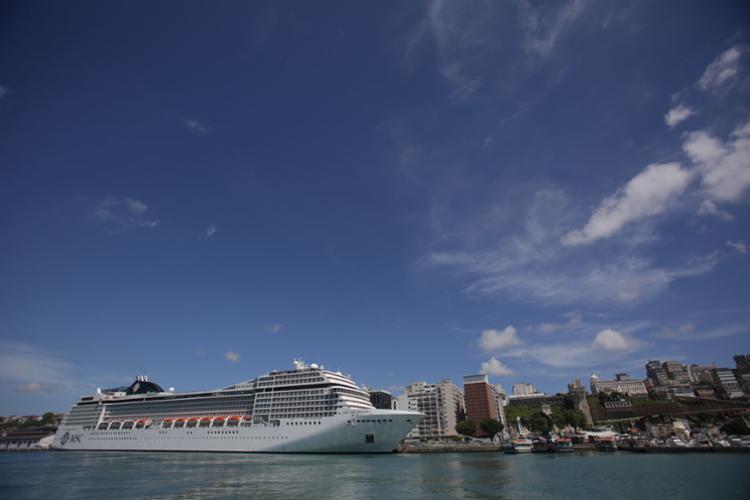 Os turistas devem chegar até o dia 28 de fevereiro - Foto: Raul Spinassé | Ag. A TARDE