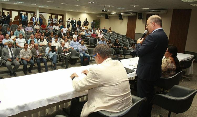 Titular da Sesab, Fábio Vilas-Boas se reuniu com prefeitos e secretários de Saúde - Foto: Joá Souza l Ag. A TARDE