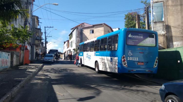 Os moradores ficaram três dias sem ônibus nos bairros - Foto: Edilson Lima | Ag. A TARDE