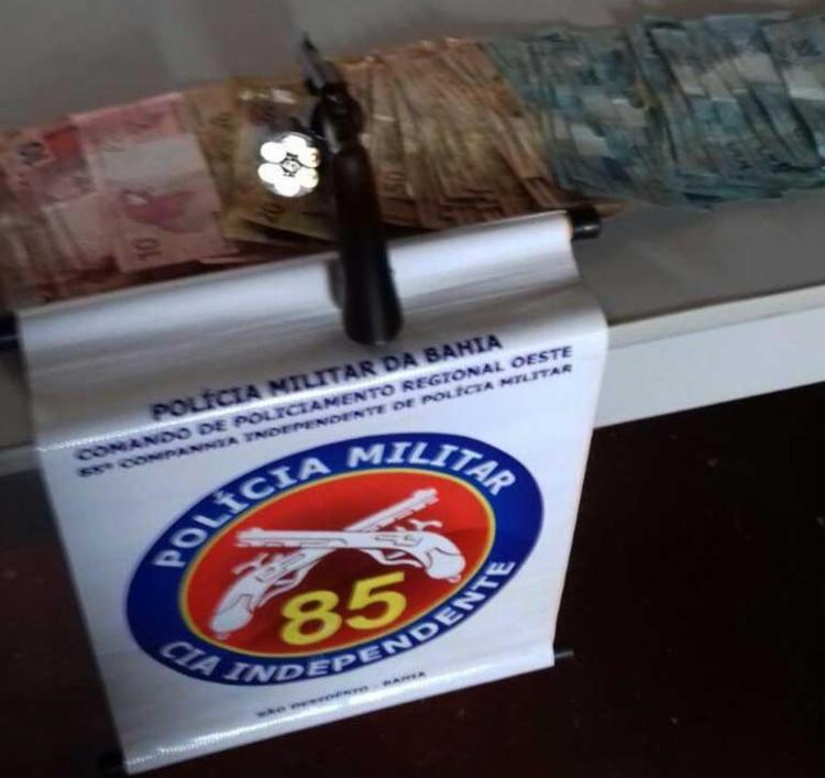 Suspeitos foram encontrados com R$ 5.350 - Foto: DCS | Polícia Militar