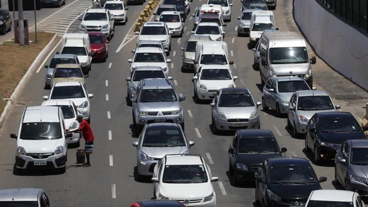 Os proprietários de carros têm até o dia 7 de fevereiro para pagar imposto com desconto - Foto: Raul Spinassé | Ag. A TARDE