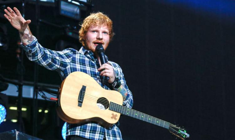 Cantor britânico Ed Sheeran retorna ao país em maio