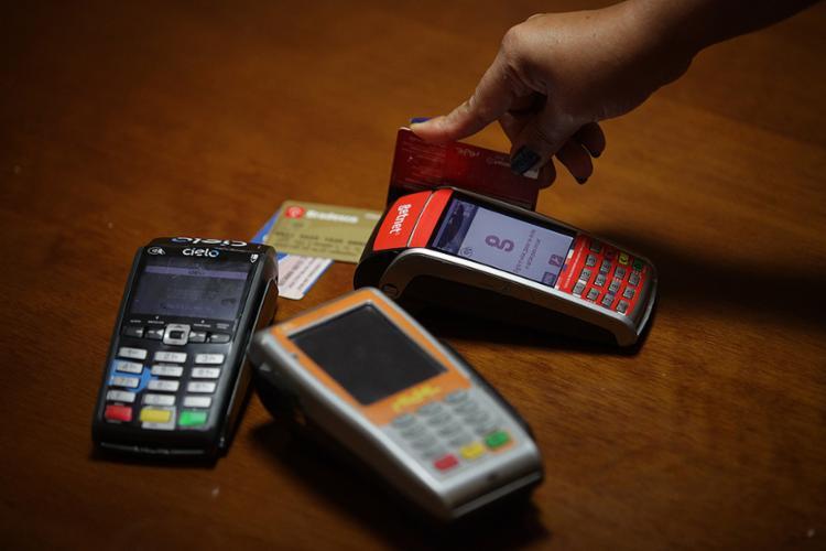 Banco Central diz que medida visa tornar uso do cartão mais eficiente e barato - Foto: Adilton Venegeroles l Ag. A TARDE
