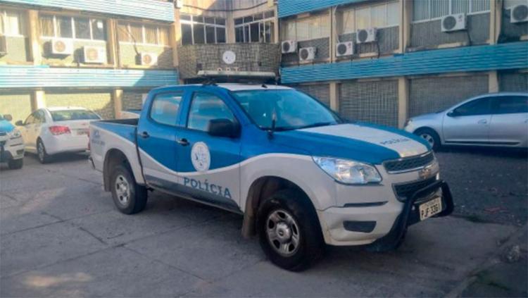 Os criminosos se passaram por policiais para entrar na casa das vítimas - Foto: Reprodução | Ed Santos | Acorda Cidade
