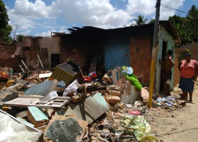 O incêndio aconteceu na rua da Prefeitura, no bairro de Periperi - Foto: Edilson Lima | Ag. A TARDE