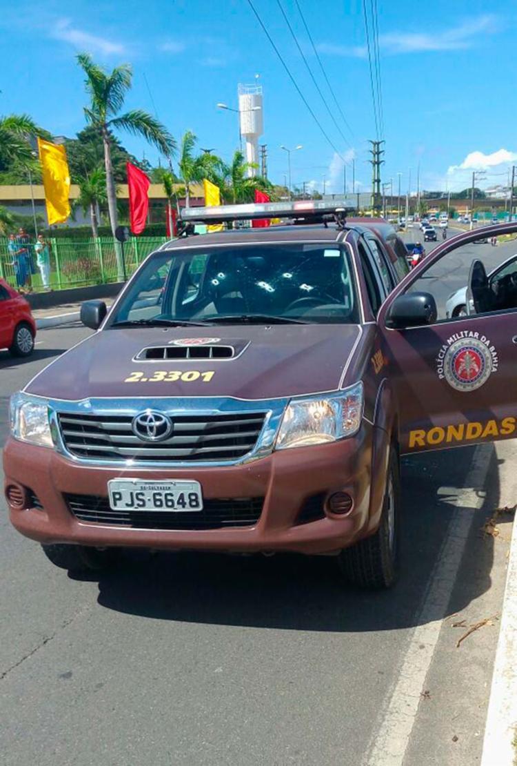 Viatura da Rondesp foi alvejada várias vezes - Foto: Cidadão Repórter | Via WhatsApp