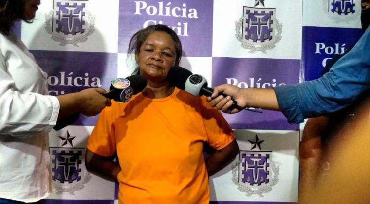 Ana Cristina foi apresentada pela polícia nesta sexta - Foto: Edilson Lima | Ag. A TARDE