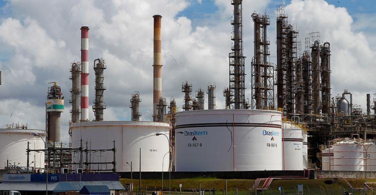 Unidade da Braskem no Polo Industrial de Camaçari: companhia baiana é a maior produtora de resinas termoplásticas das Américas - Foto: Carlos Casaes l Ag. A TARDE l 4.4.2012