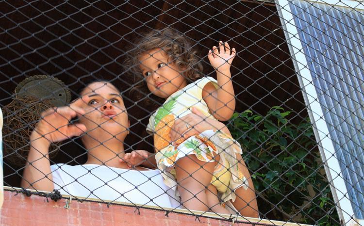 Mesmo com a rede, Luciana mantém atenção redobrada com a filha de 2 anos - Foto: Luciano da Matta l Ag. A TARDE