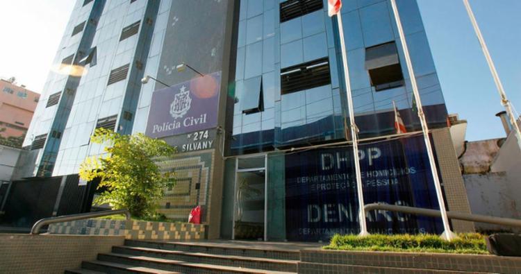 Os sete suspeitos foram conduzidos para a sede do DHPP na Pituba - Foto: Joá Souza | Ag. A TARDE