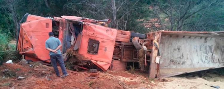 Acidente aconteceu próximo ao município de São Desidério - Foto: Reprodução | Blog Sigi Vilares