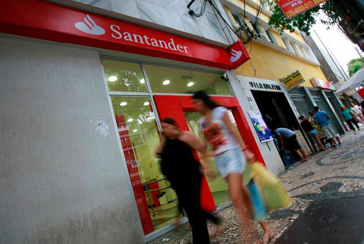 Santander, Bradesco e Itaú criaram departamentos de reestruturação para ajudar empresas - Foto: Joá Souza   Ag. A TARDE   30.04.2014