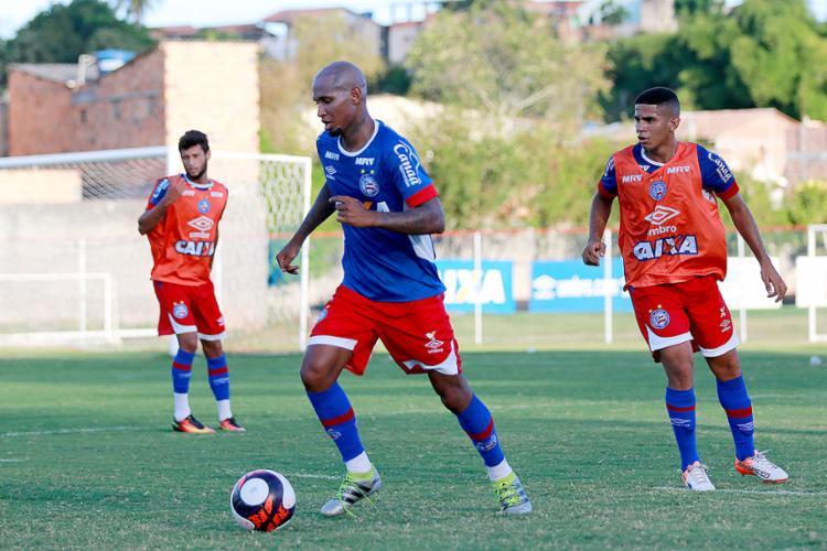 Wellington Silva (de azul) estreou mais de dois meses após o anúncio de sua contratação - Foto: Felipe Oliveira l EC Bahia