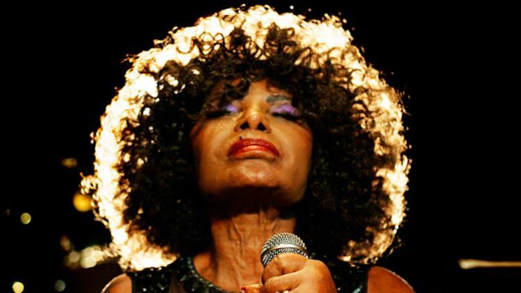 Elza traz a Salvador show que mistura samba, jazz e música eletrônica - Foto: Paolo Giron | Divulgação