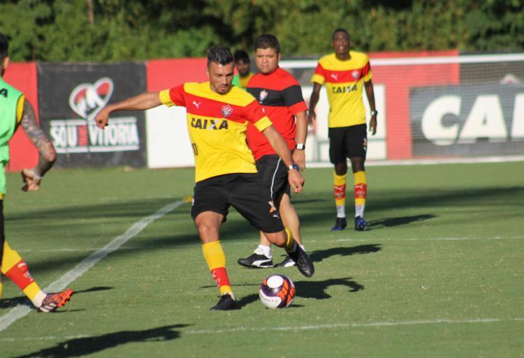 O meia argentino deu passe para o gol no treinamento - Foto: R. Santin | EC Vitória