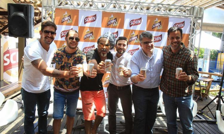 Carlinhos Brown e o time da Schin em coletiva - Foto: Luciano da Matta | Ag. A TARDE