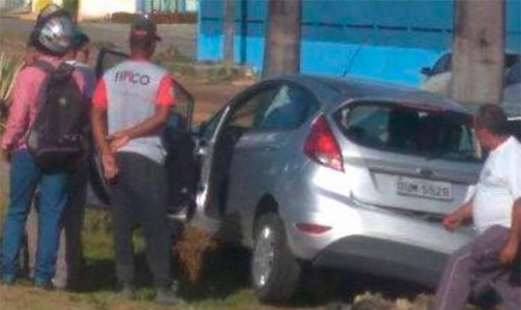 Bandidos bateram carro durante perseguição policial - Foto: Reprodução | Radar 64