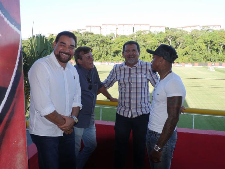 Ivã, Sinval e Boka tentam convencer Marinho a ficar na Toca do Leão com aumento salarial - Foto: Francisco Galvão | EC VItória