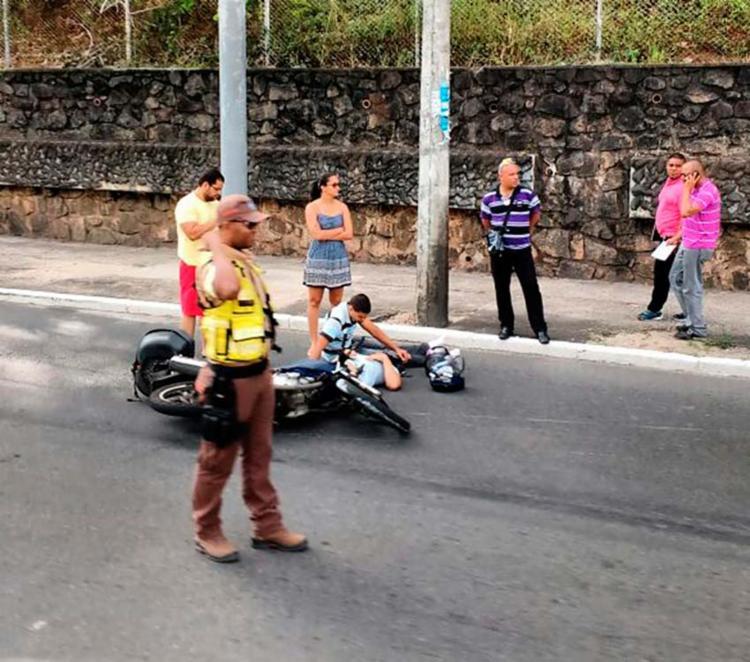 Logo após o acidente, a vítima foi atendida pelo Samu - Foto: Juracy dos Anjos | Ag. A TARDE