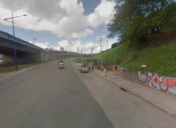 Crime aconteceu em ponto de ônibus ao lado do Extra - Foto: Reprodução | Google Maps