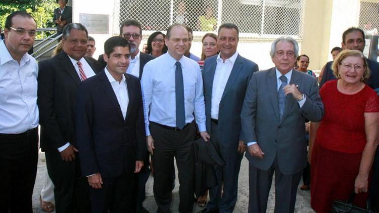 Ministro (C) esteve no Hospital Aristides Maltez com o governador Rui Costa e o prefeito de Salvador ACM Neto - Foto: Luciano da Matta | Ag. A TARDE