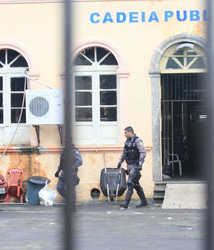 O número atual de detentos transferidos à Cadeia Pública Raimundo Vidal subiu para 284 - Foto: Márcio Melo | Em Tempo -AM | AG A TARDE