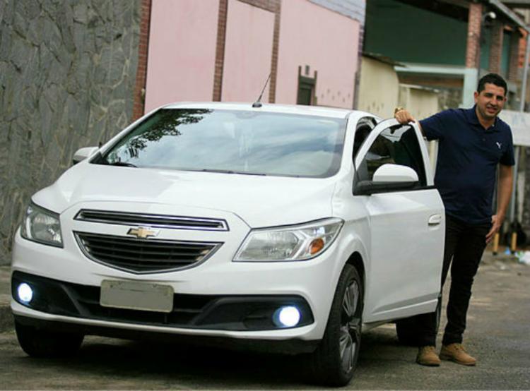 Paulo Fonseca tem um Onix 2013 e quer antecipar seus pagamentos - Foto: Joá Souza / Ag. A TARDE