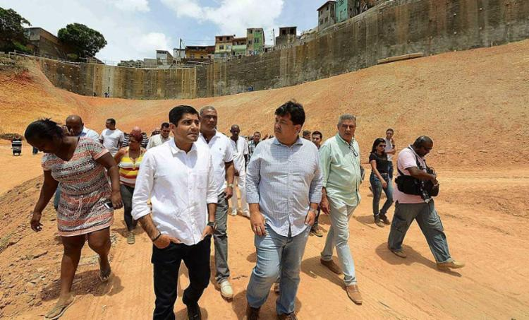 Prefeito visitou obras de contenção em Barro Branco - Foto: Valter Pontes   Secom Prefeitura